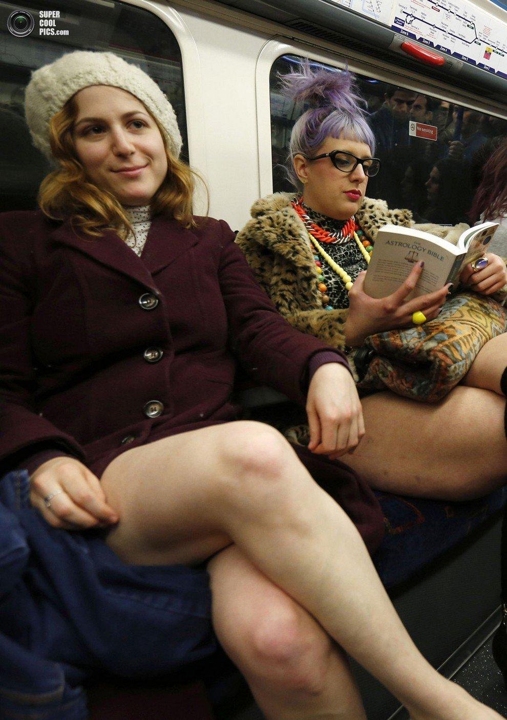 Фото сидя в транспорте без трусов фото 249-61