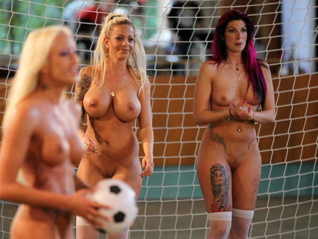 intim-golie-zhenshini-na-futbole
