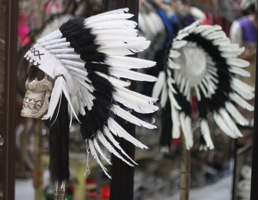 Как сделать роуч своими руками из перьев