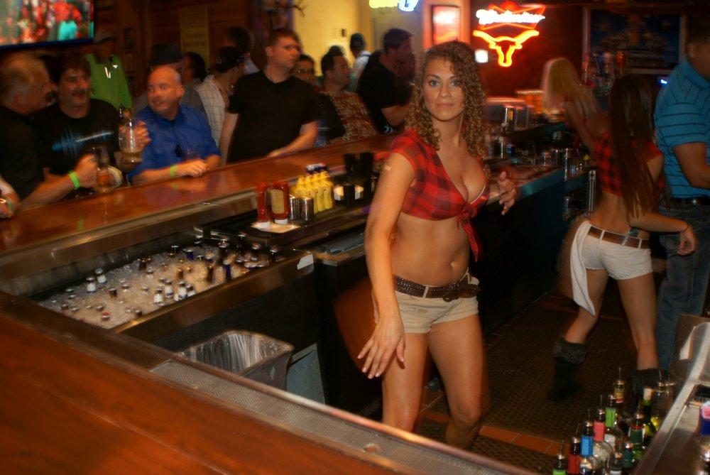 Фото красивой барменши с большой грудью фото 300-789