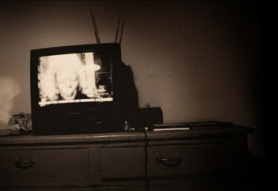 Эро рассказ она стояла в дверях а на экране телевизора фото 681-318