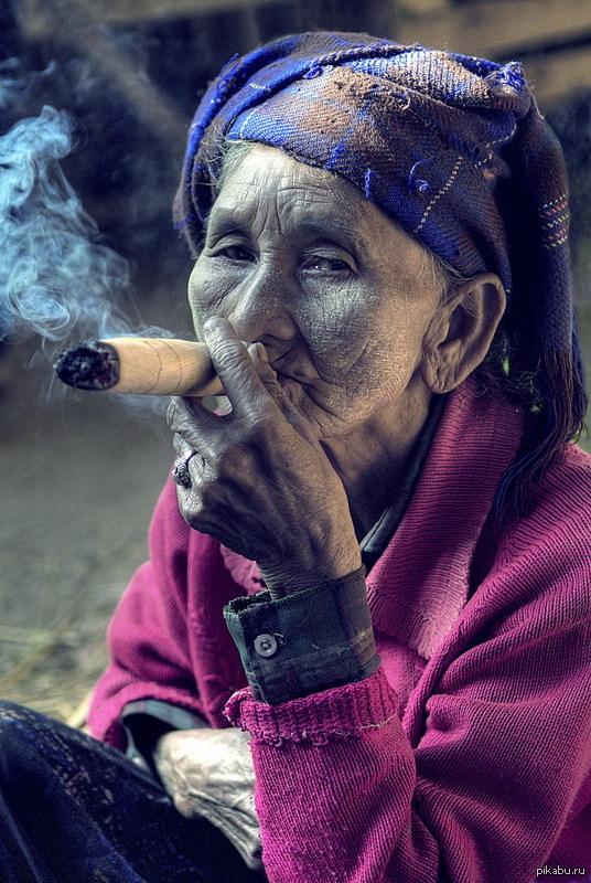Поздравлениями, смешные картинки курящих женщин