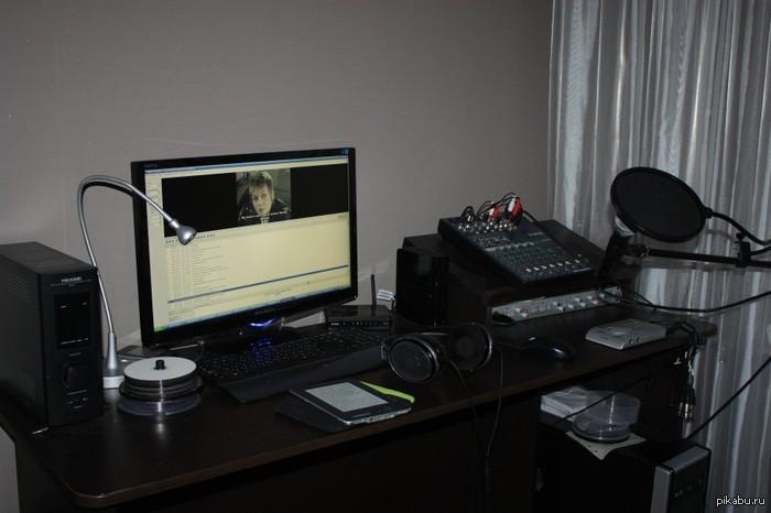Моя вторая работа не основная, конечно, но всё-таки более любимая. Фильмы перевожу-озвучиваю.