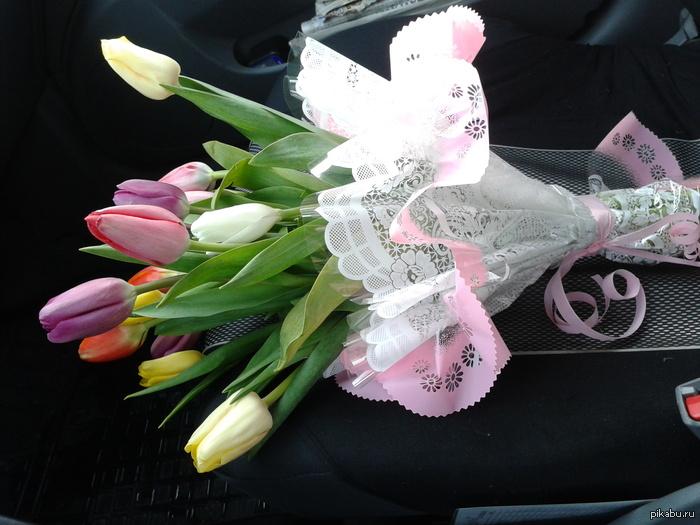 Бывает и так! В лигу добра!))Сегодня в такси клиент порадовал!!Просто так,безвозмездно,то есть даром(с) взял и подарил цветы женщине водителю))) В лигу добра этого замечательного паренька! настроение на весь день супер!!))