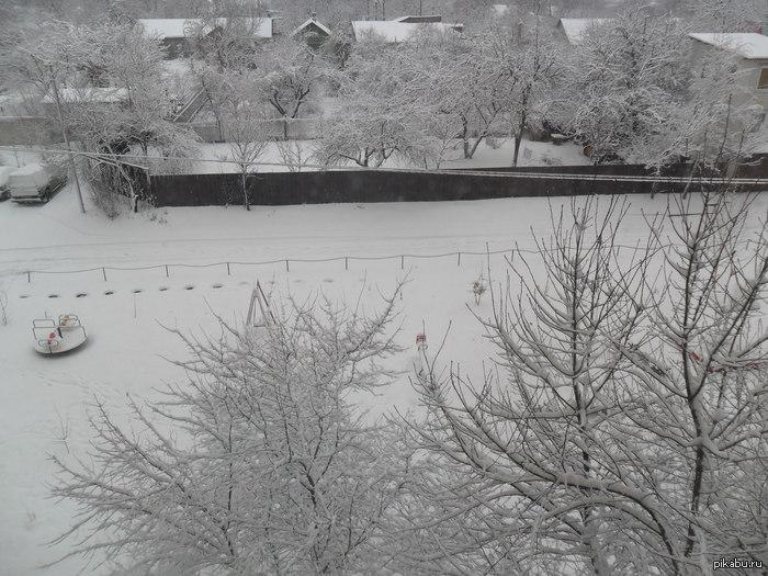 Вот это весна.... Весна. Проснуться. Посмотреть в окно. Ах***ь.