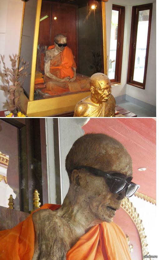 Монах из Таиланда. Наглядный пример уже около 30 лет за стеклом. умер в состоянии медитации.