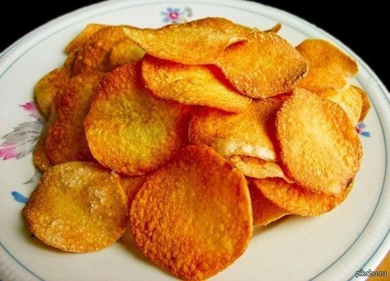 Чипсы в микроволновке (вечер субботы) Минимум усилий, но получается очень вкусно! Советую всем! Картошка+микроволновка+специи Способ приготовления:     http://koko.by/chipsy-v-mikrovolnovke.html