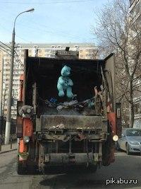 Креативные мусорщики))) Не выбрасывайте игрушки)))