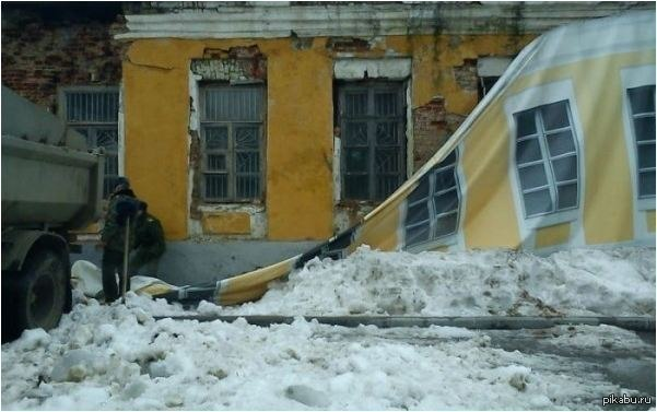 Износилование в развалине дома