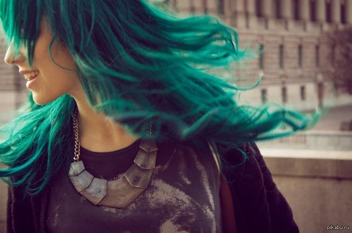 Хотелось бы узнать... Как вы относитесь к неестественному цвету волос у девушки? Смогли бы с такой встречаться? Просто не поленитесь ответить.  У меня (как видно) волосы красные.