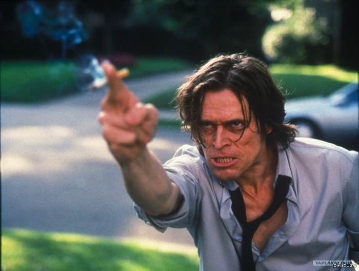 """Единственный нормальный *идрила! Пол Смекер (Уильям Дефо) """"Приласкаться? Ннну ты и *идор!""""    п.с. долбаная цензура."""