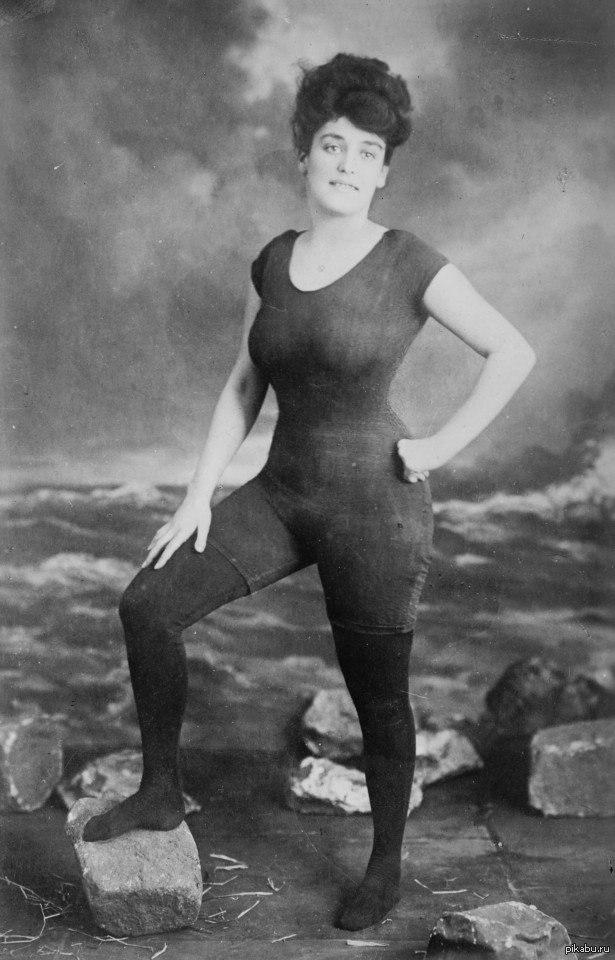 """Это - Аннет Келлерман. В 1907 её арестовали за непристойность из-за """"откровенности"""" фото."""