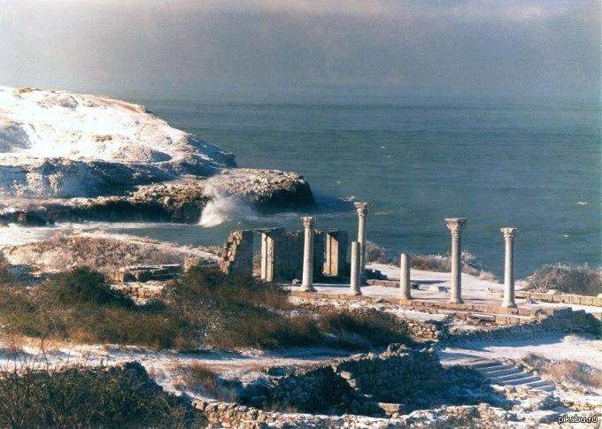 Комитет ООН по вопросам образования, науки и культуры включил Национальный заповедник «Херсонес Таврический» в Севастополе в список Всемирного наследия ЮНЕСКО.
