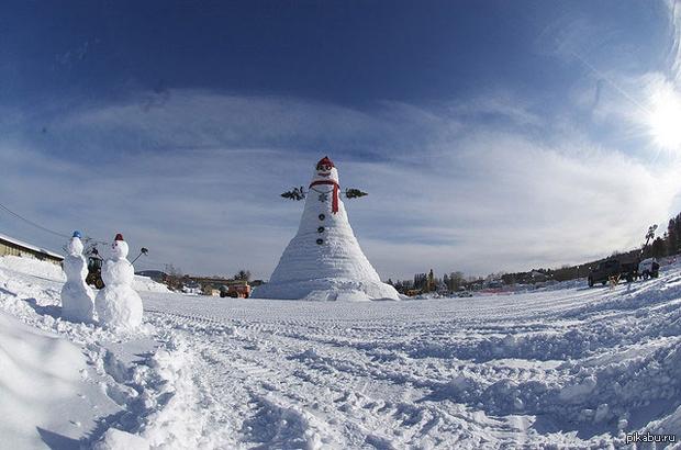 Самый большой снеговик в Мире В феврале 2008 построили самого большего снеговика в мире