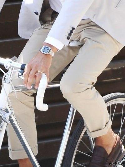 Велосипедист Беда для экономики. Он не покупает машину, бензин, страховку. Не платит за мойку, стоянку, кредит и лекарства. Он здоров.