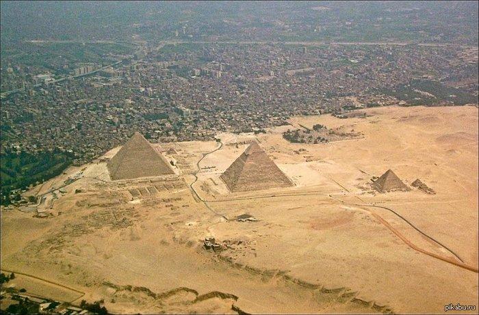 Я понятия не имел, насколько пирамиды близки к городу