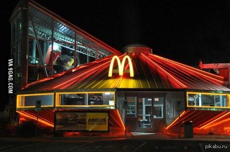 Макдональдс в виде летающей тарелки Розвелл, Нью-Мексико