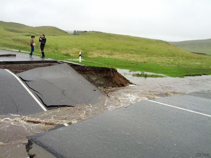Размыло дорогу Проливные дожди... В комментах описание и видео.