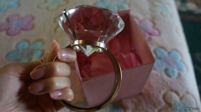 Вот такое маленькое колечко моя знакомая заказала на таобао :) Когда покупалось, думали будет обычное кольцо, а оказалось...
