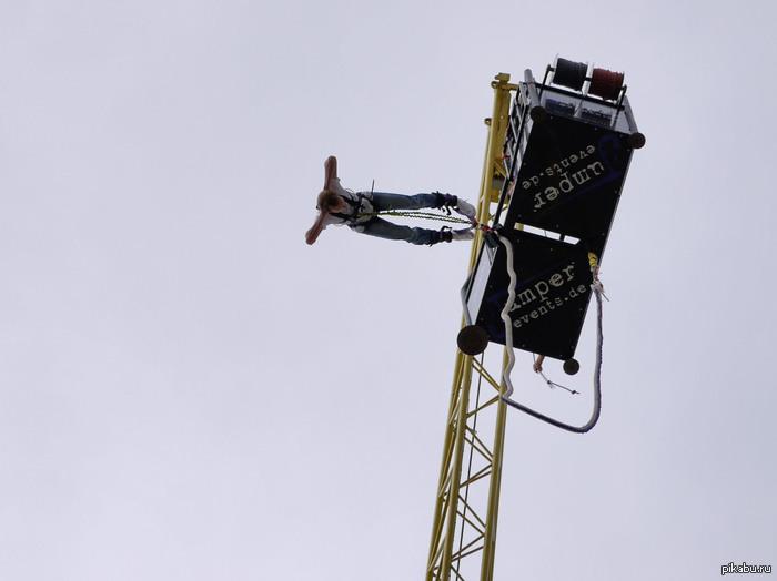 Мои первый bungee jumping. Первый раз прагал с 80 метров. Это мои первый пост на pikabu, сорри если что не так. В комментах могу выложить еще и видео прыжка.