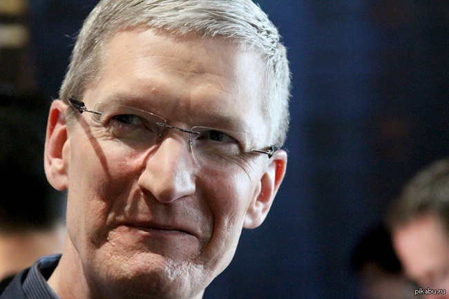 Один из интересных фактов о компании Apple. Скорее всего многие не знали, но нынешний генеральный директор компании Apple Тим Кук является самым влиятельным геем в мире.