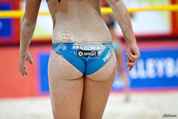 женские попки пляжного волейбола