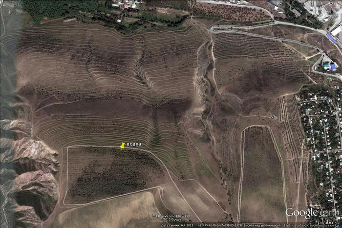 Нычка с хабаром Мои товарисчи сталкеры из Бишкека закопали водку и отметили в Google maps xD  Для антуража наверно xD