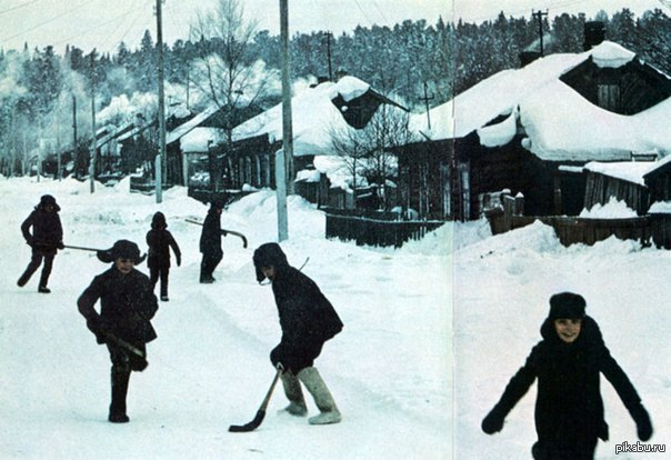 Сибиряки... На улице -40, а мальчишкам все нипочем СССР 1970е