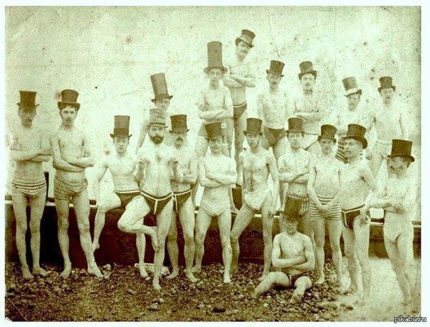 Брайтонский клуб любителей плавания, 1863 год. Цилиндры, самое главное!
