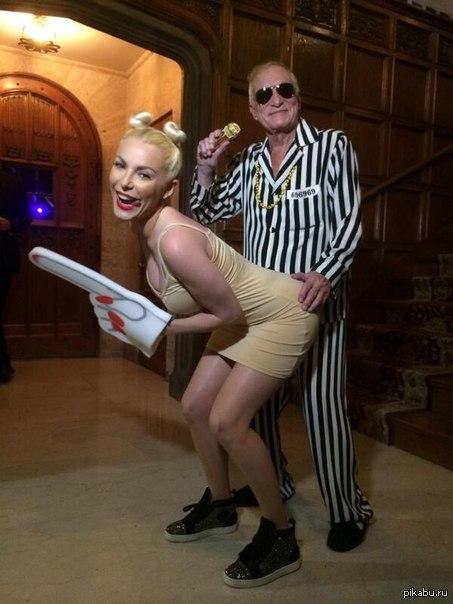 хэллоуин в особняке Playboy костюм Хеф-а и его жены, просто не мог не порадовать_)