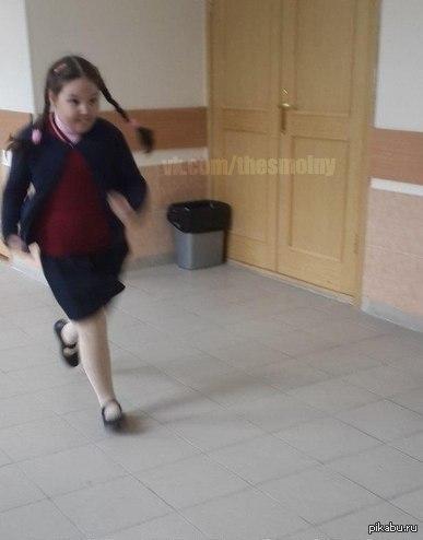 Февраля, смешная картинка школьник бежит в школу