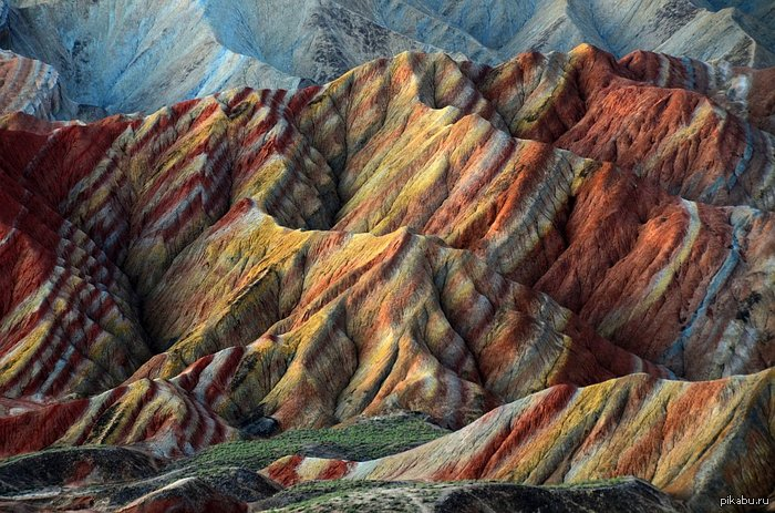 Разноцветные горы в Китае Еще несколько фотографий в комментариях