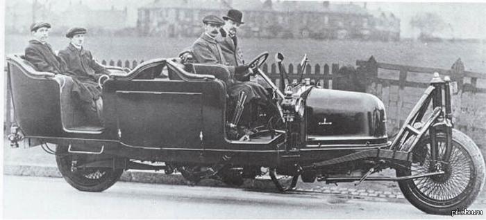 Двухколесный автомобиль Петра Шиловского. 1914 год. Держит равновесие за счет гироскопа. Подробнее в комментариях.