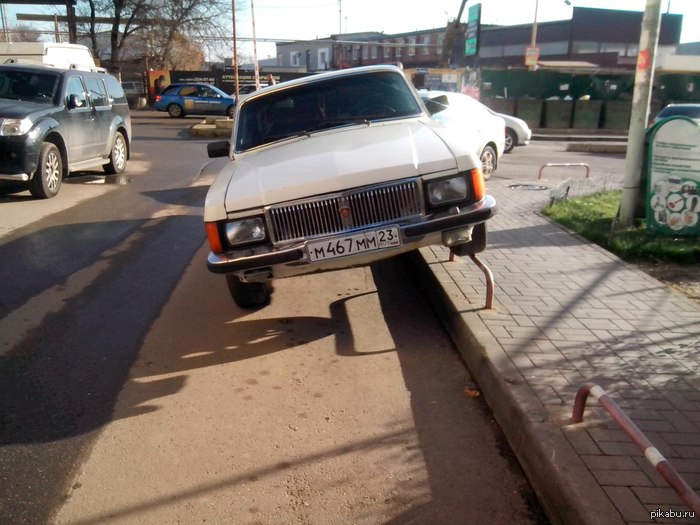 Учимся парковаться Когда мало места для парковки.  (З.Ы. г.Краснодар. Не моё)
