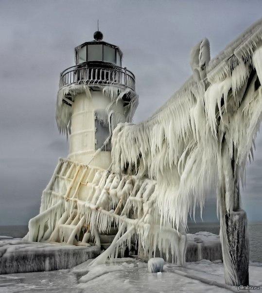 Замёрзший маяк в мичигане Безумно красиво