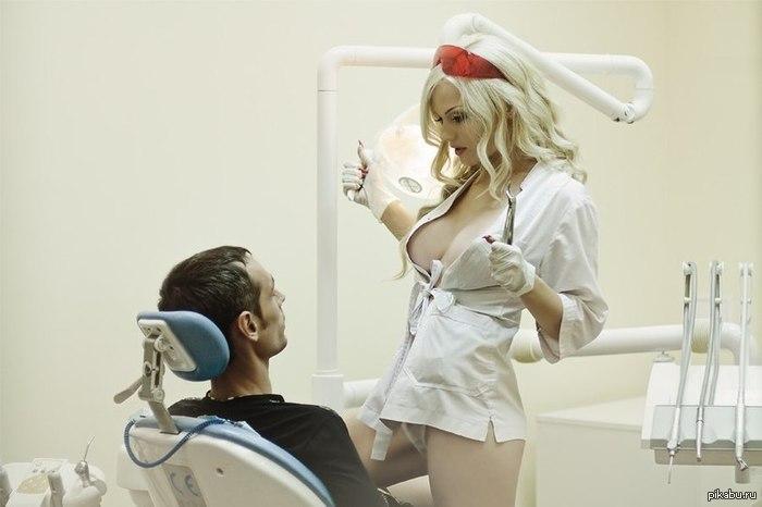Медсестра в показательном видео дрочит член пациента и
