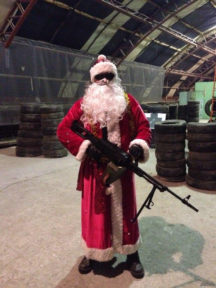 Не путай Деда Мороза с Санта-Клаусом. Дед мороз носит ПКМ