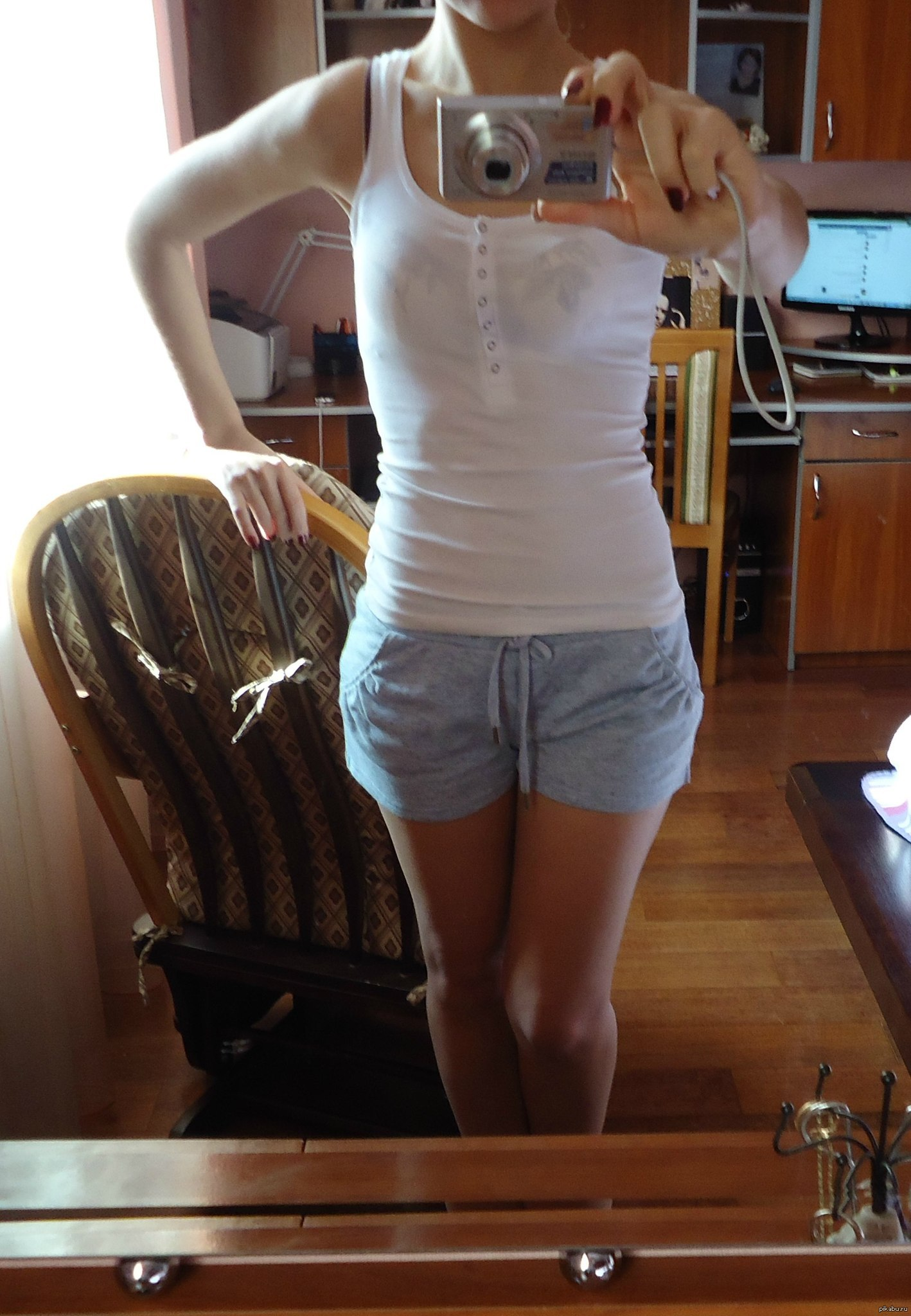 Девушка грудь ноги
