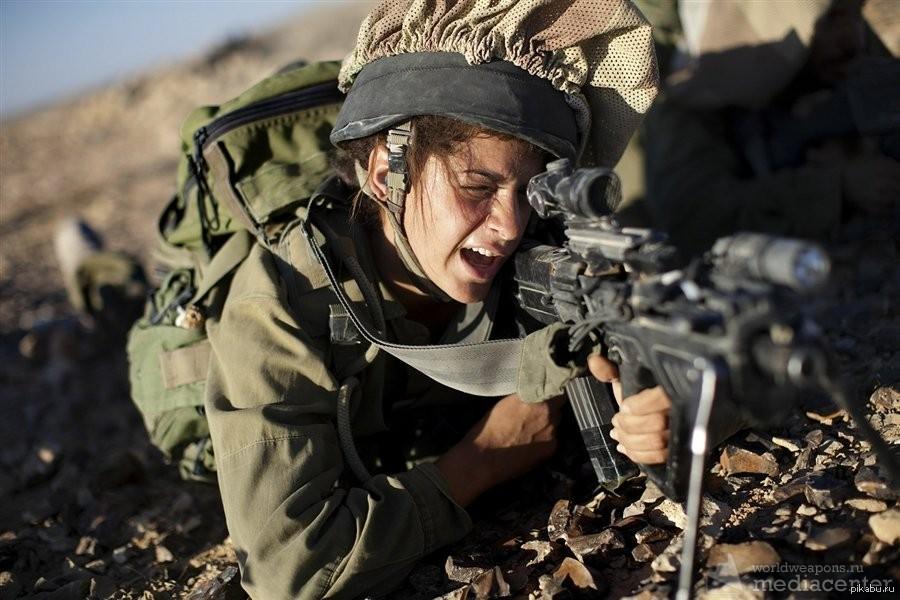 Девушки в военной униформе — photo 1
