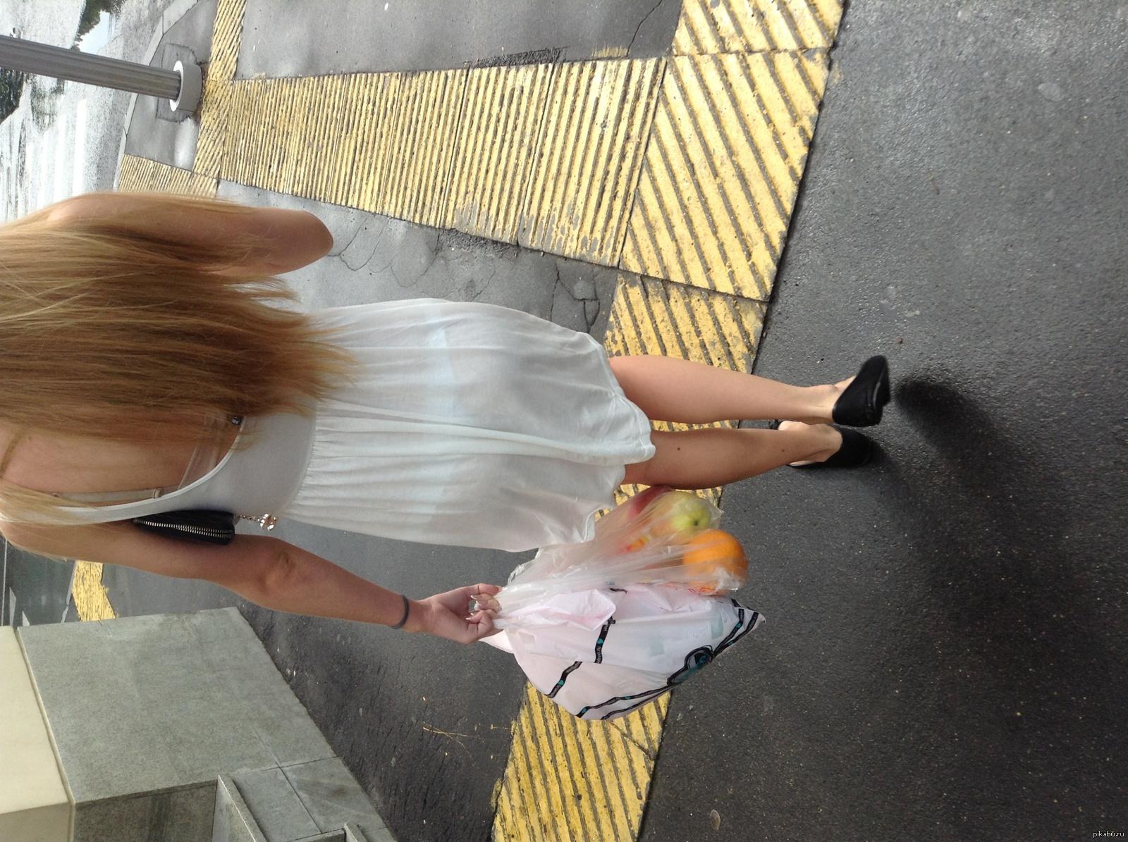 Видео девушка промокшая на остановке платье просвечивает насквозь, саша грей с тремя актерами