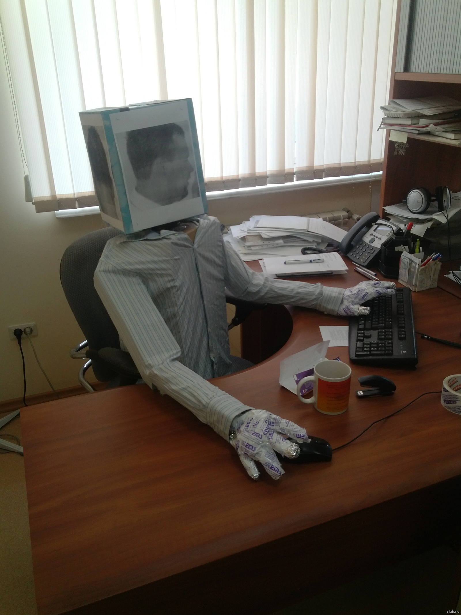 номер на работе за неделю до отпуска картинка статуя покоится