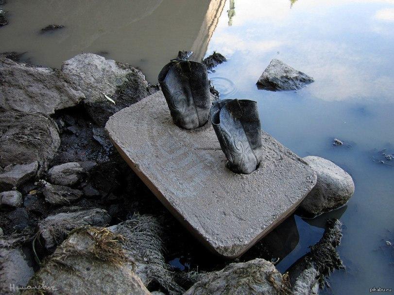 Ноги в бетоне бетонная смесь и бетон отличия
