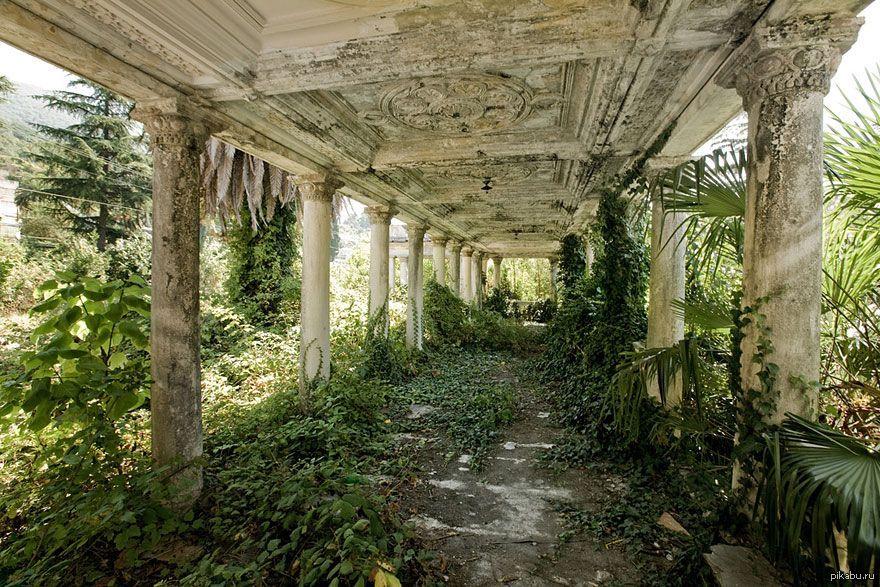 Картинки по запросу Заброшенный вокзал, Абхазия