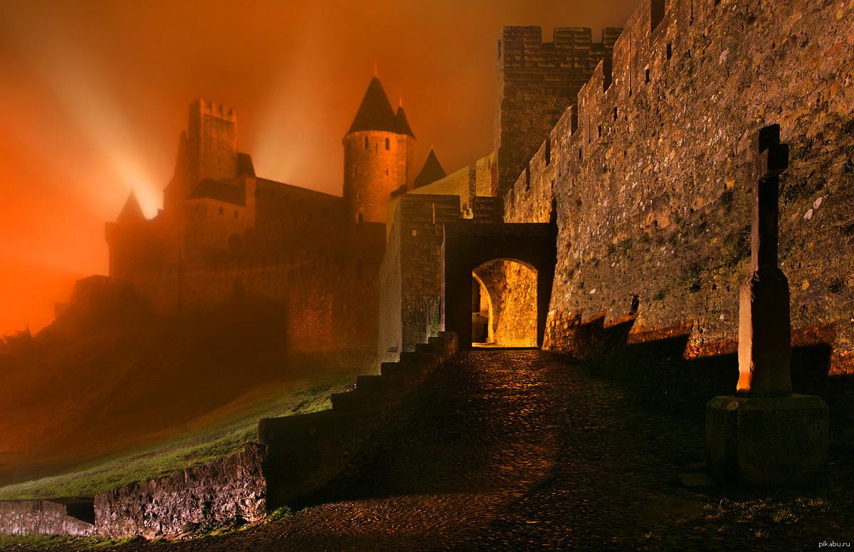 средневековый замок ночью картинки для