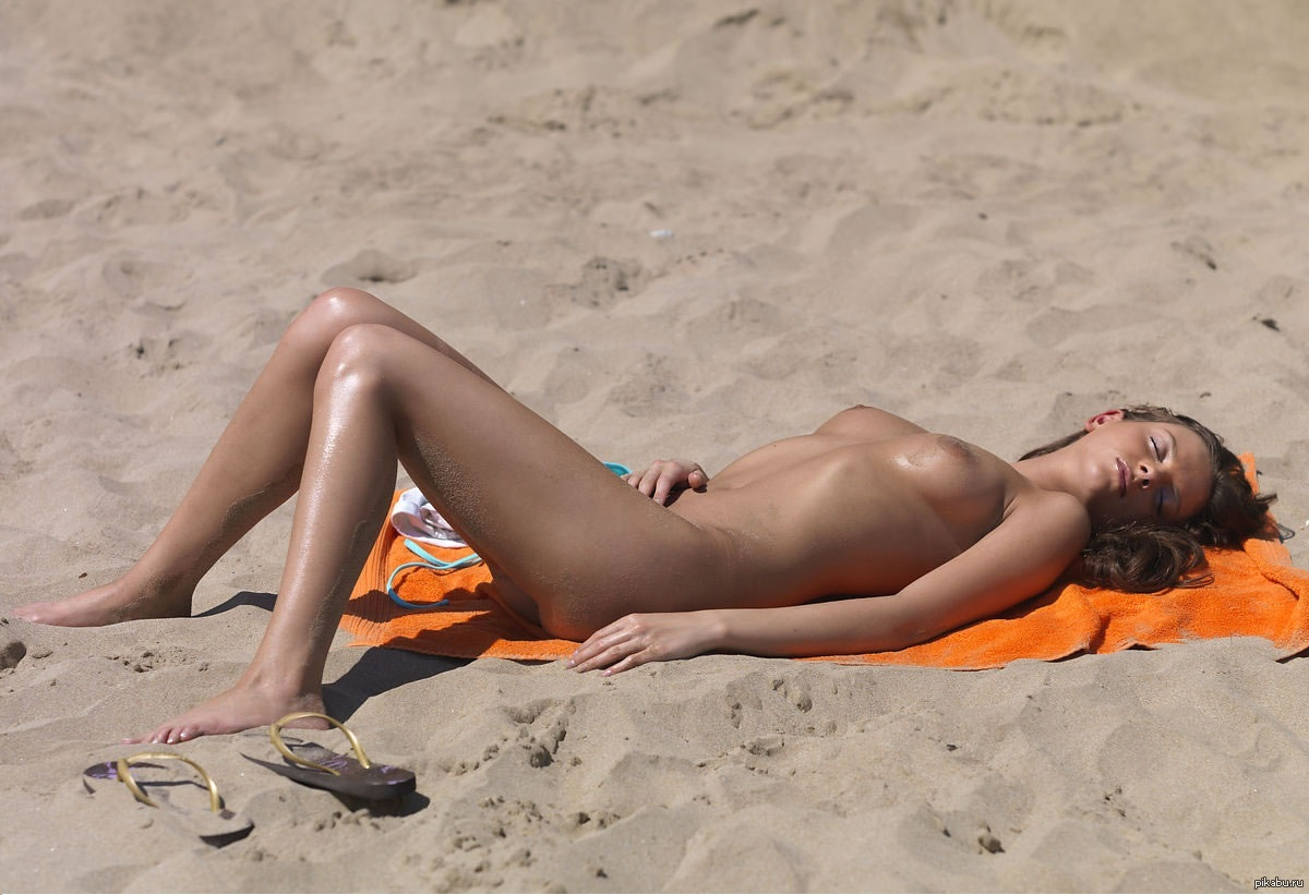 Ontario girls on the beach pics — pic 3