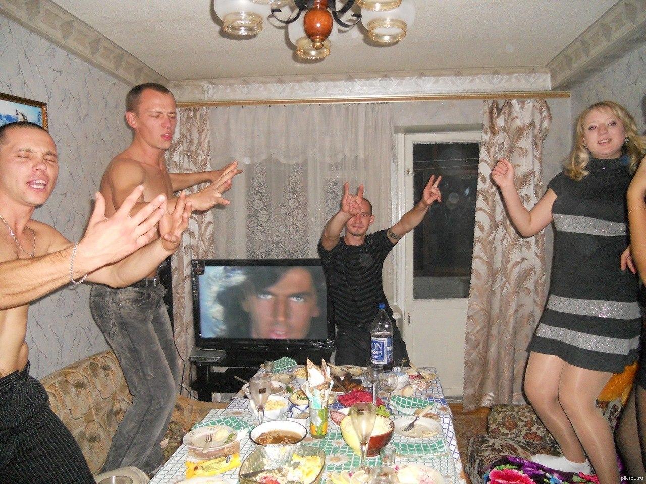 русская бухая вечеринка где то на даче ценят женщины сексуальных