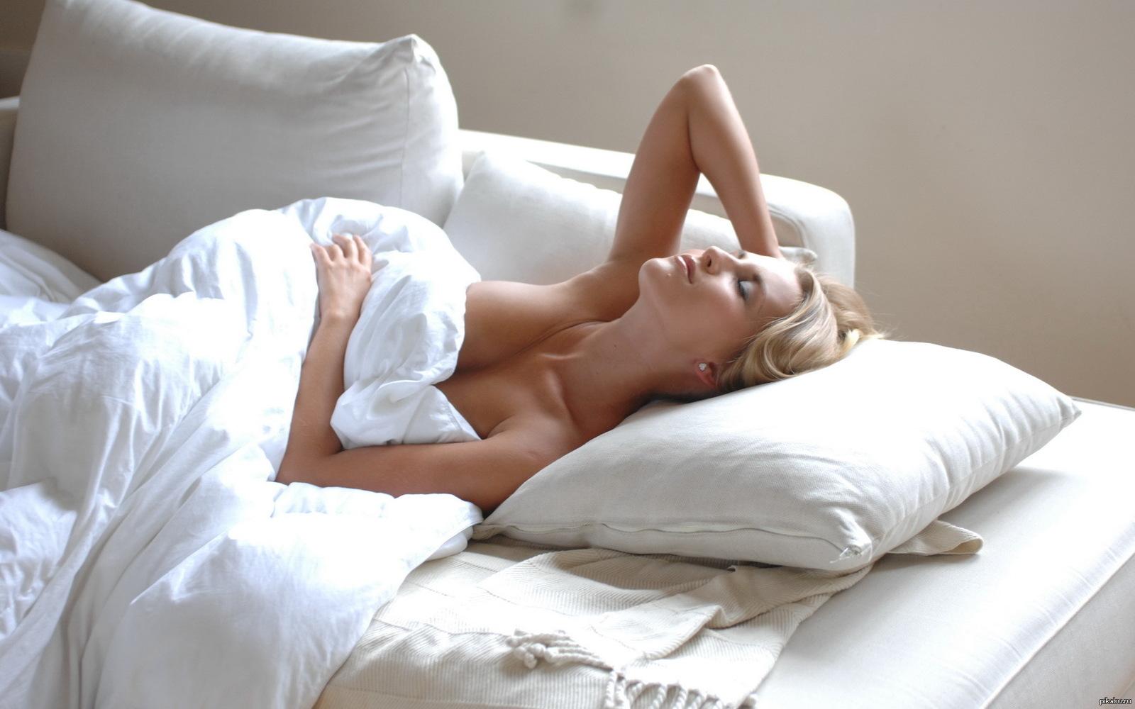 голые молодые девушки в постели - 6