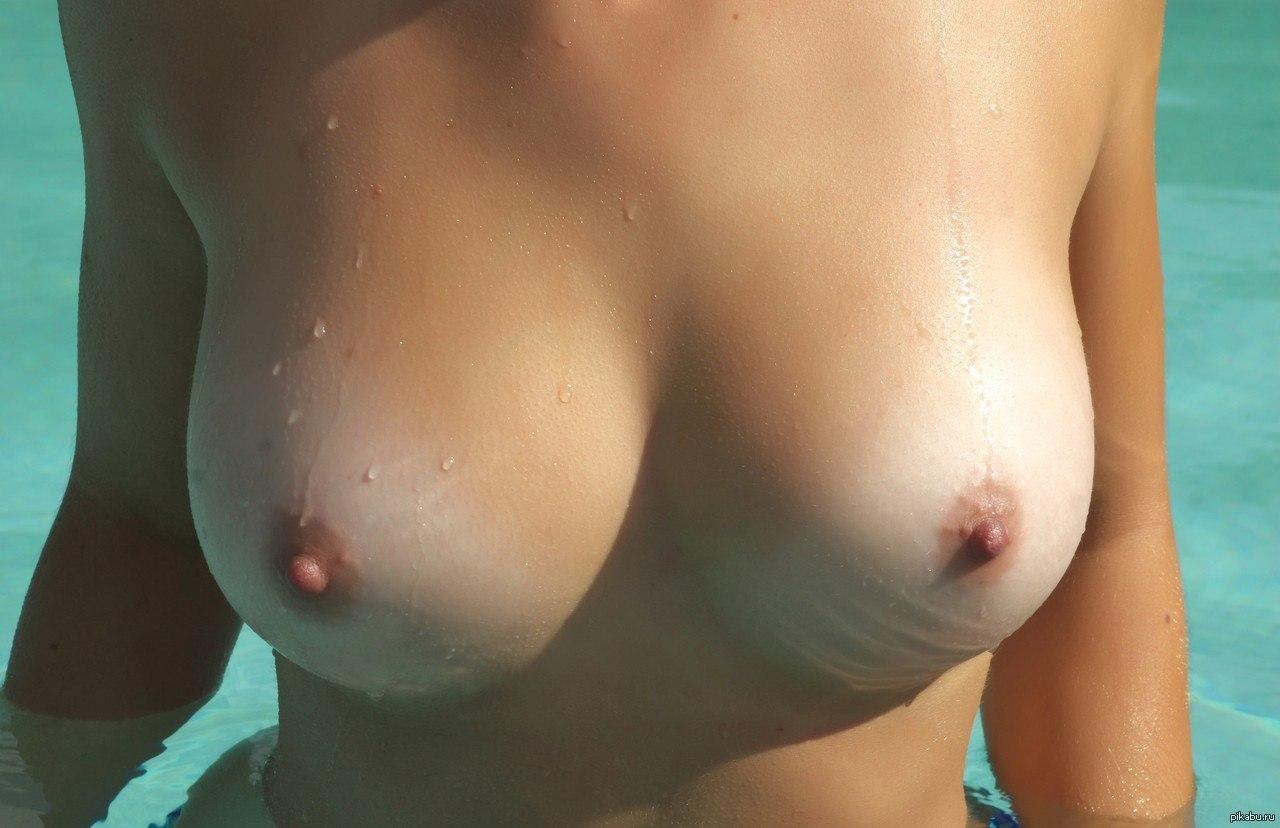 Учат грудь фотки тока грудь