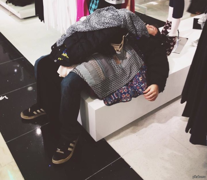 Картинка мужчина и женщина шоппинг смешные